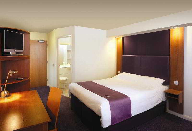Premier Inn Heathrow Airport ( Bath Road )