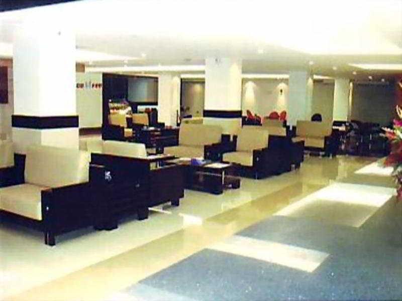 Dhaka Regency Hotels & Resorts - Diele