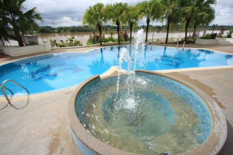 Grand Riverview - Pool