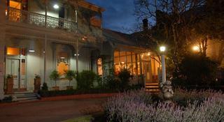 Comfort Inn Riversleigh, 1 Nicholson St,