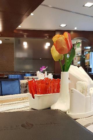Tulip Hotel Apartment - Restaurant