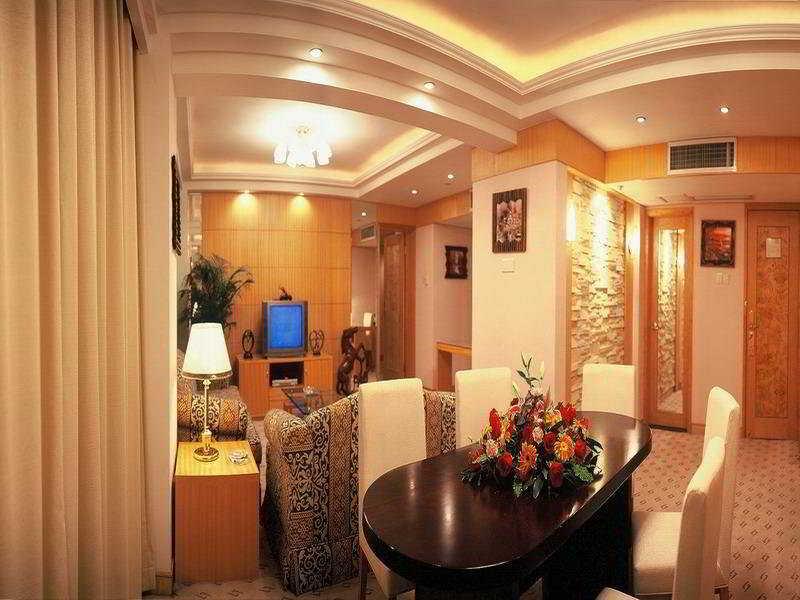 Golden Lustre Shenzhen, 3002 Chunfeng Road,