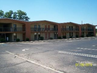 Quality Inn Northwest, 750 Newtown Ct.,750