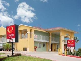 Econo Lodge Inn & Suites Coliseum