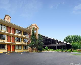 Quality Inn & Suites…, 860 Winfield Dunn Pkwy.,