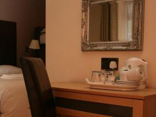 London Hotels:Gatwick Belmont
