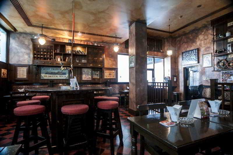 The Diplomat Radisson Blu Hotel, Residence & Spa - Bar