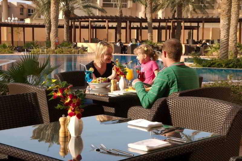 The Diplomat Radisson Blu Hotel, Residence & Spa - Pool