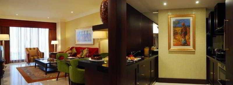 The Diplomat Radisson Blu Hotel, Residence & Spa - Zimmer