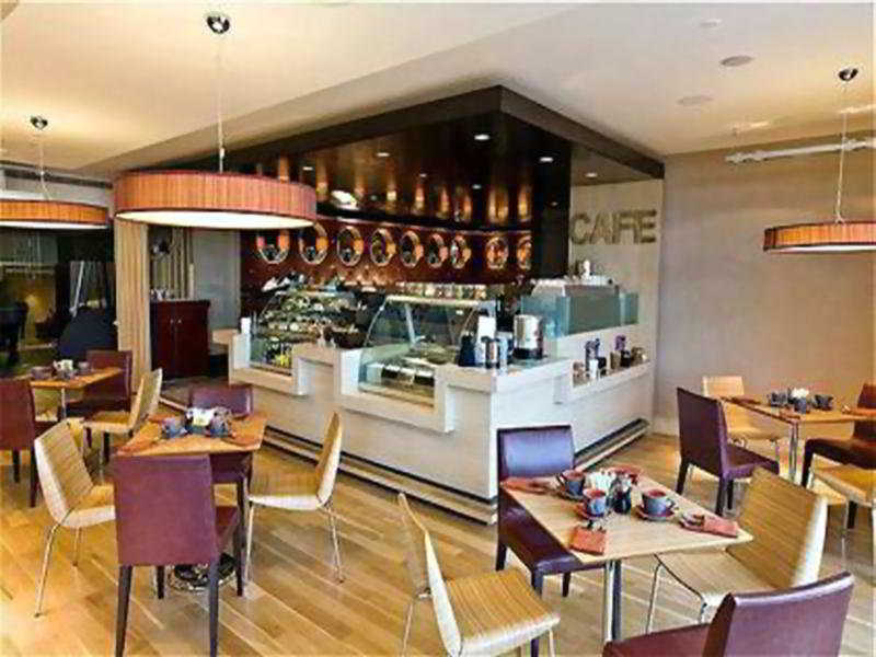Dubai Marriott Harbour Hotel & Suites - Restaurant