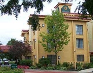Days Inn & Suites Arlington Heights