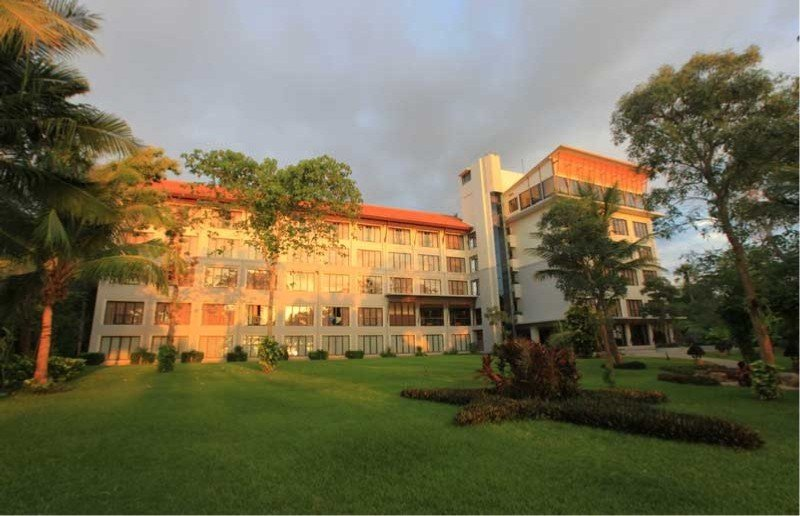 Bintang Flores Hotel, Jl. Pantai Pade,
