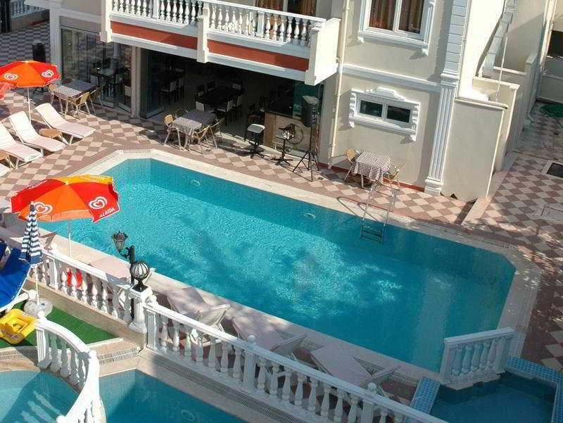 Basil's Apart Hotel