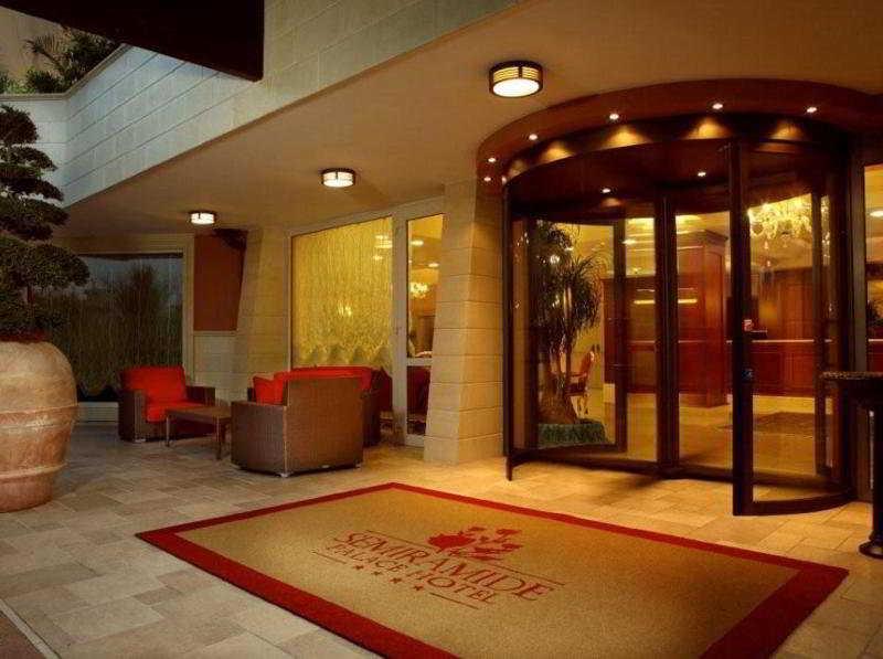 Semiramide Palace Hotel, Via Conversano,157