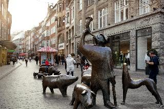 Holiday Inn Express…, Hanna-kunath-strasse,5