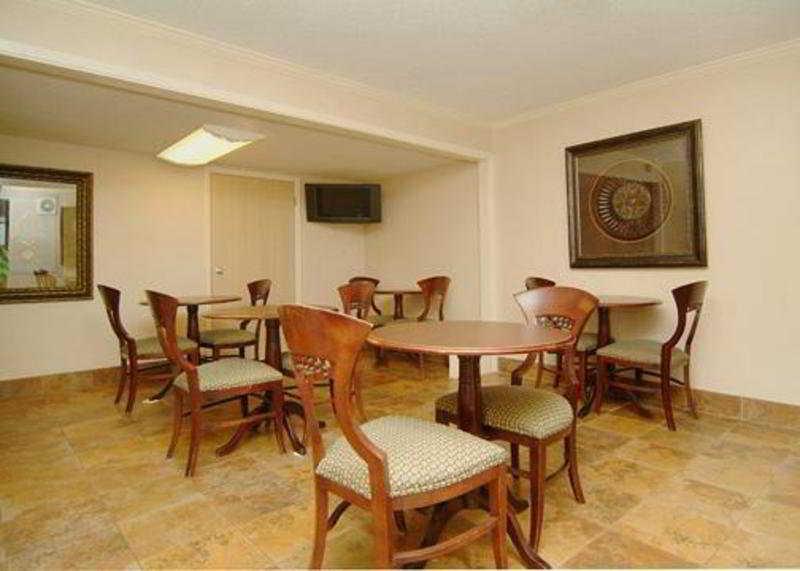Quality Inn, 150 Us 65 N.,