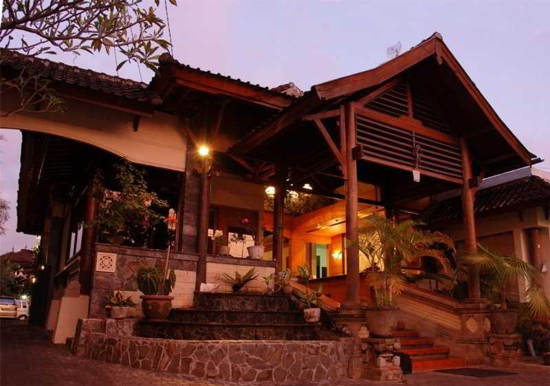Yulia Village Inn, Jalan Monkey Forest Ubud,