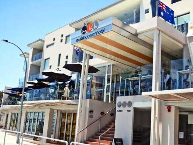 Mullaloo Beach Hotel, 18/10 Oceanside Prom,