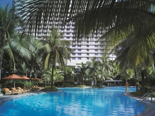 Edsa Shangri La Manila - Pool