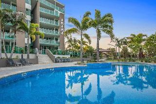 Akama Resort, 625 Esplanade,
