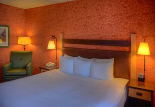 Fox Hotel & Suites