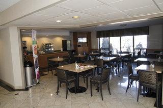 Toronto Hotels:Quality Inn & Suites Dixie-401