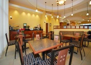 Book Comfort Suites At the Barstow Outlets Victorville - image 3