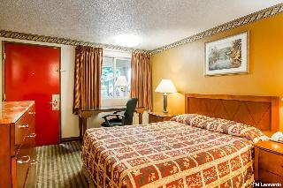 Econo Lodge Expo Center, 405 Ne Columbia Blvd.,