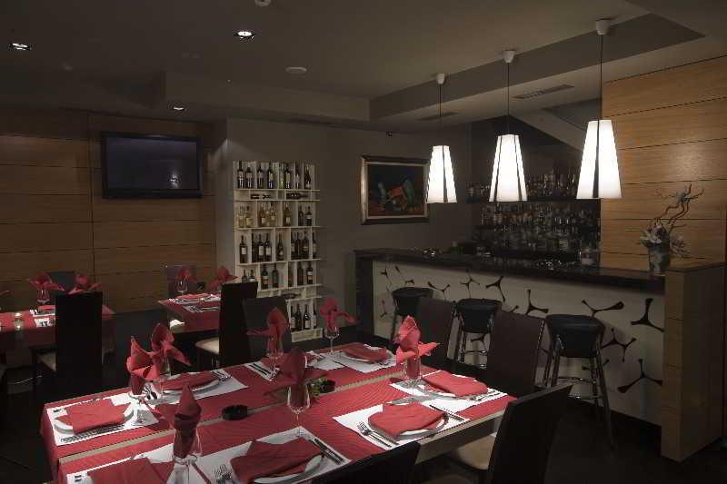 Famous House - Restaurant