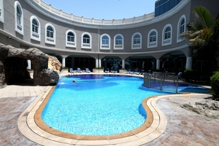 Sharjah Premiere Hotel & Resort - Pool