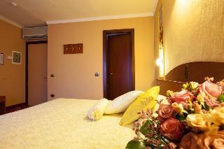 Puccini Hotel, Corso Roma,95