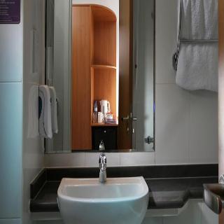 Premier Inn Dubai Investments Park - Zimmer
