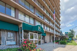 Quality Inn & Suites, 800 West 8th Street,800