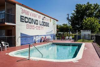 Econo Lodge North, North Cleveland Avenue,13301