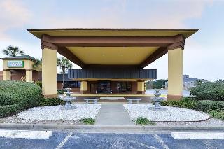 Rodeway Inn I-95 North, 5308 New Jesup Hwy.,