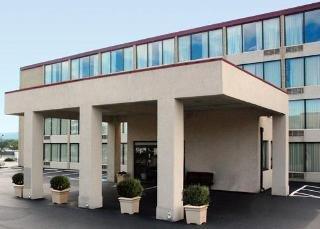 Econo Lodge Inn & Suites Outlet Village