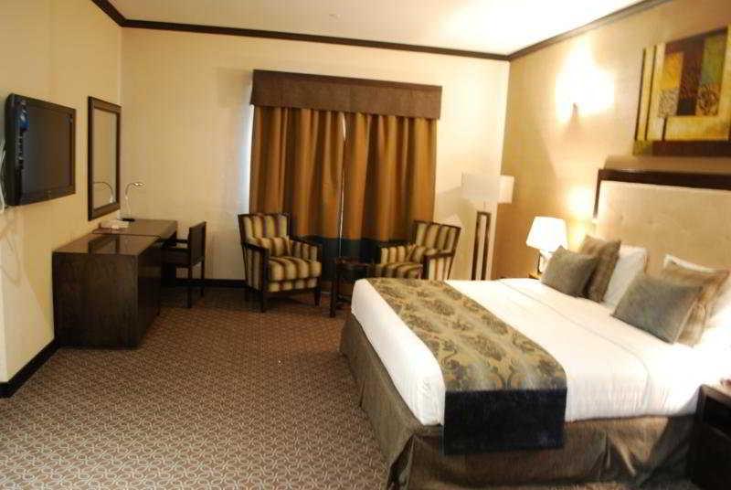 London Crown Hotel - Zimmer