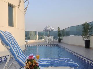 Xclusive Hotel Apartment - Pool