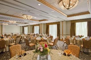 Hilton Suites Lexington Green
