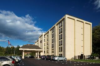 Hampton Inn Pittsburgh…, 555 Trumbull Dr.,
