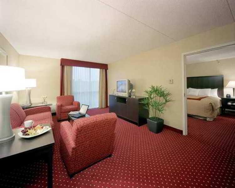 Doubletree Hotel Detroit Dearborn