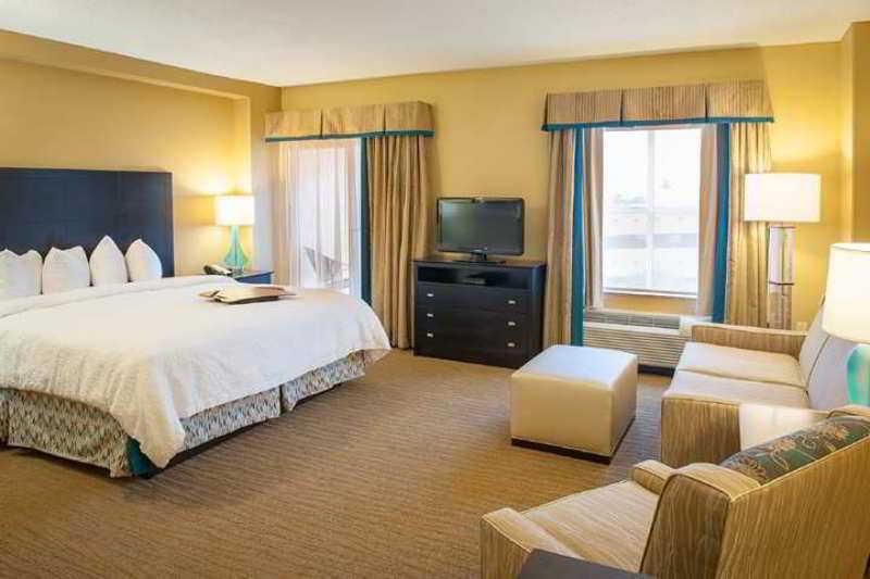 Hampton Inn & Suites St. Petersburg - Downtown