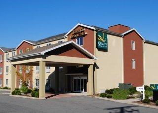 Book Quality Inn & Suites Hartford - image 6