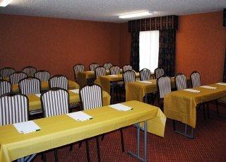 Book Quality Inn & Suites Hartford - image 4