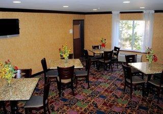 Book Quality Inn & Suites Hartford - image 8
