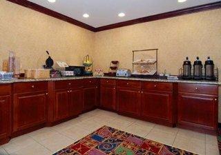 Book Quality Inn & Suites Hartford - image 9