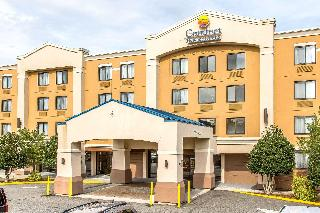 Comfort Inn & Suites, 900 E. Main St.,