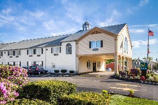 Quality Inn Suites, Main St.,738