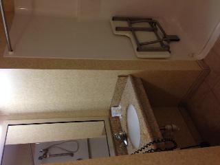 Comfort Inn & Suites, 329 Us Route 1,