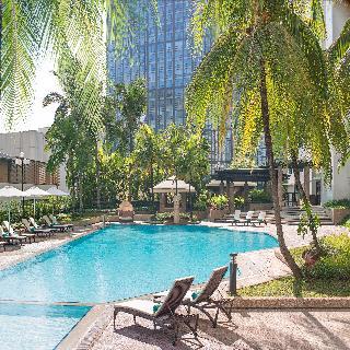 New World Makati Hotel - Pool